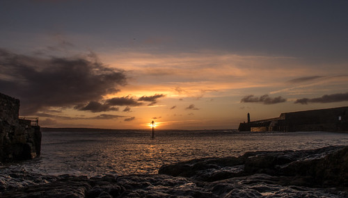 lighthouse southwales wales sunrise canon dawn lighthouses harbour coastal porthcawl canong5x canonpowershotg5x