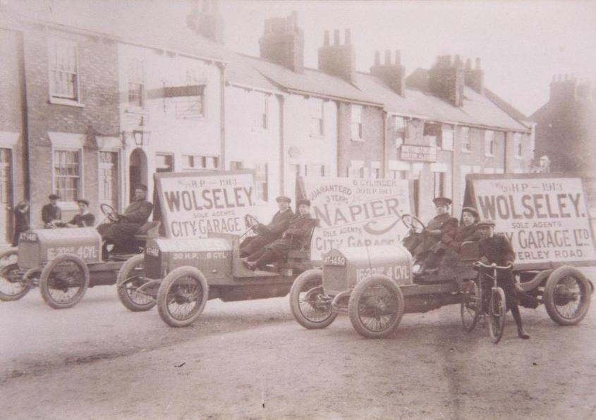 Norwood 'The Gate' , Beverley, with motor cars 1914 (archive ref DDX-1525-1-13)
