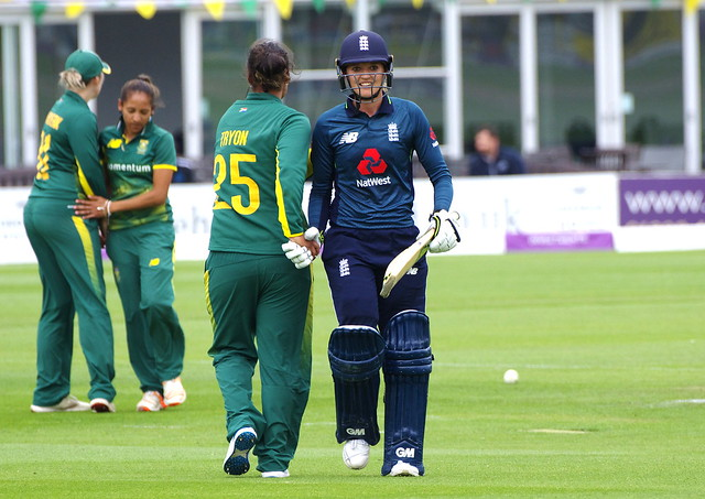 Sarah Taylor congratulated by Chloe Tryon after her 118
