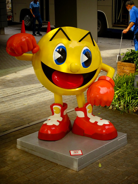 Pac Man at Bandai HQ バンダイナムコの本店前のパックマン