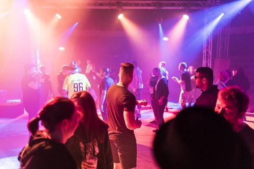 igmetalljugendbayern posted a photo:Gemeinsam die Abende genießen. Dazu gehört ein bisschen schnacken, viel tanzen und jede Menge Spaß.