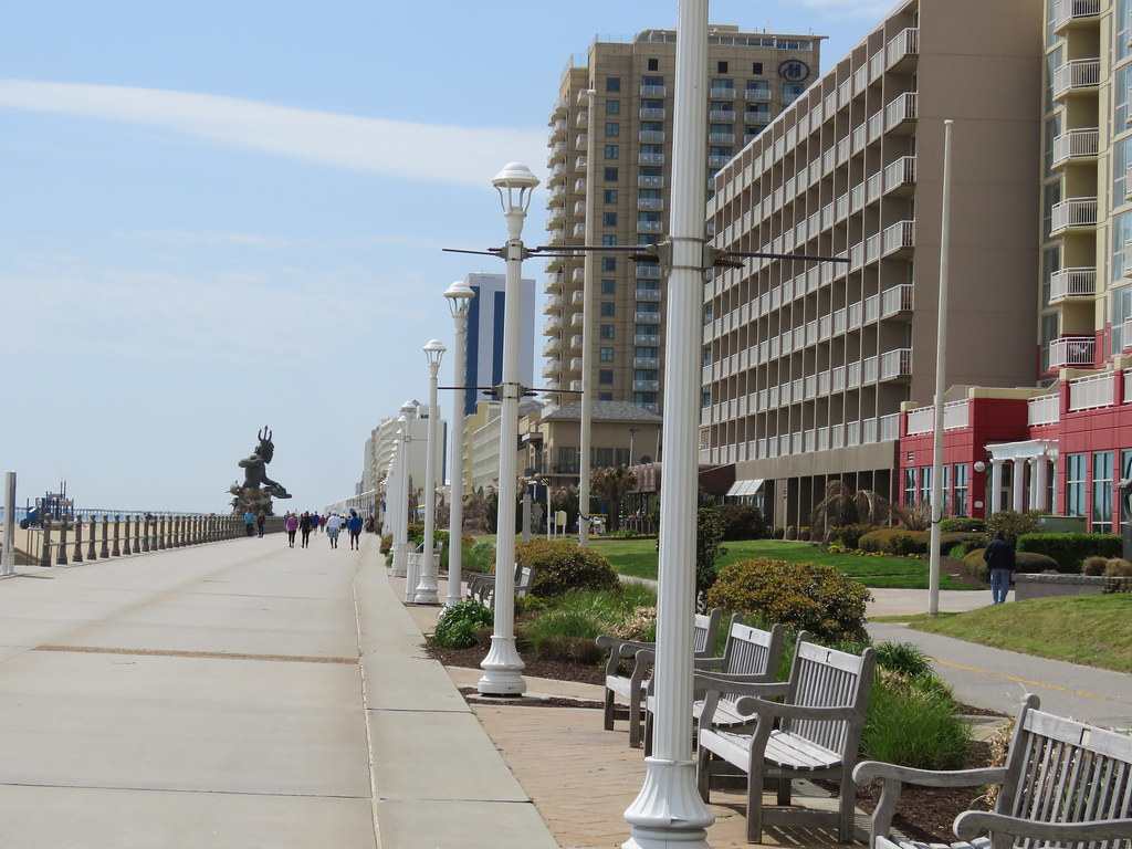 Virginia Beach Boardwalk | Virginia Beach Boardwalk in the C… | Flickr