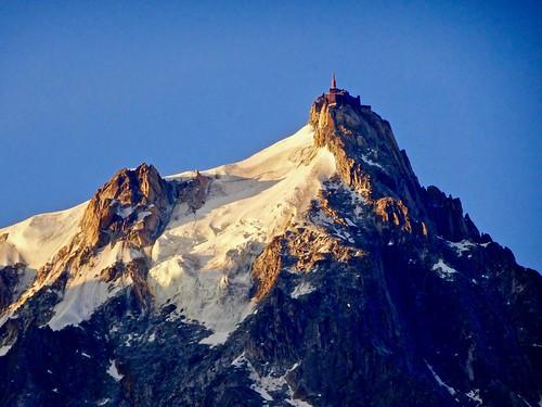 chamonix aiguilledumidi sunrise montblancmassif alpes alps alpen france frankrijk mountains montagnes zonsopgang gletscher glacier gletsjer lespelerinsglacier