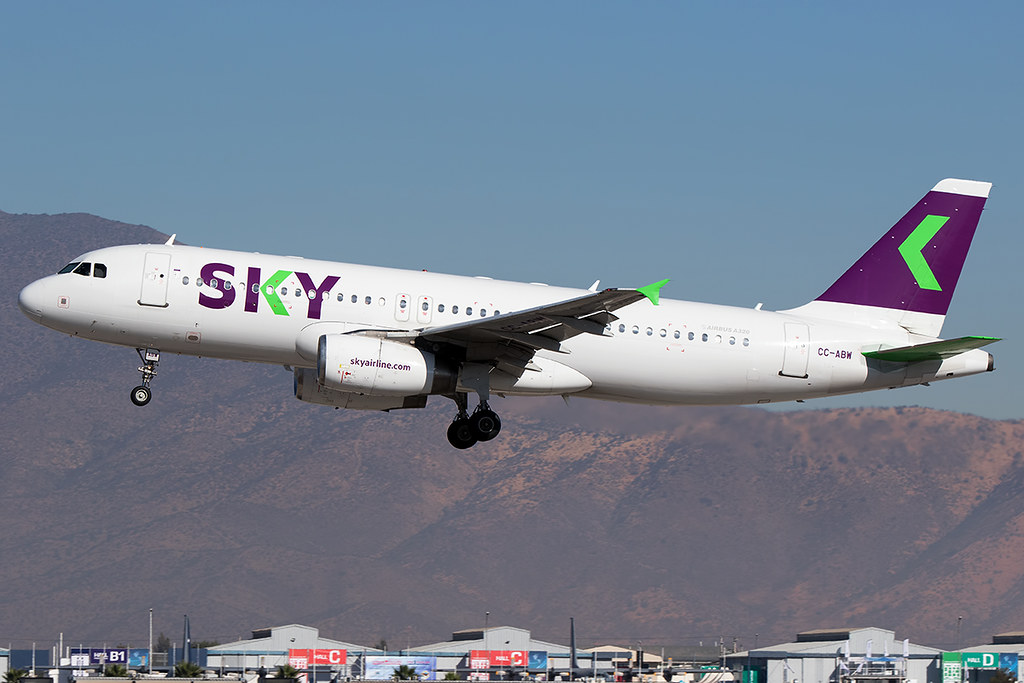 CC-ABW / Sky Airline / Airbus A320-233