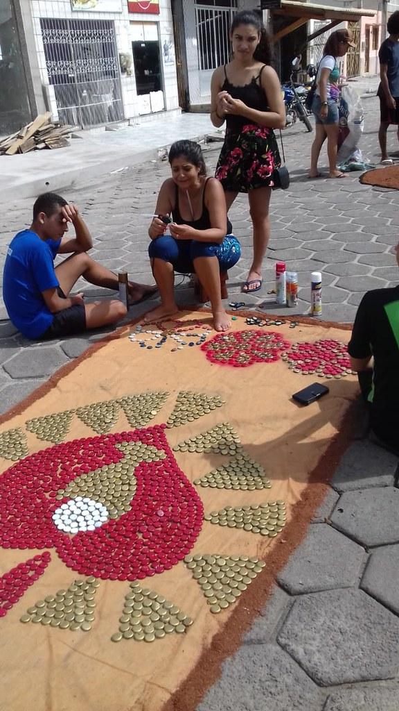 Confecção de tapetes mantém a tradição no feriado de Corpus Christi em Prado (16)