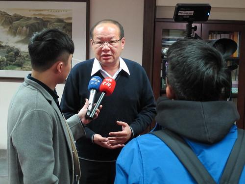 圖02莊理事長接受媒體採訪談勞工議題(1070223)