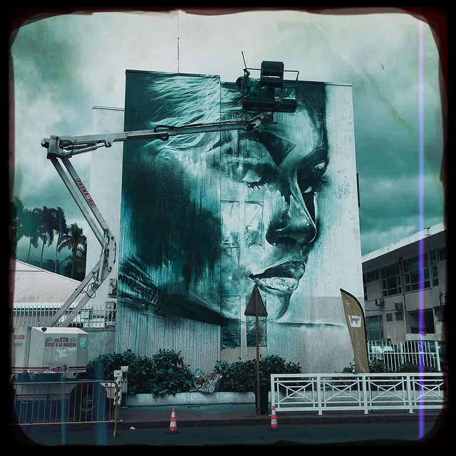 Tahiti street art in the making