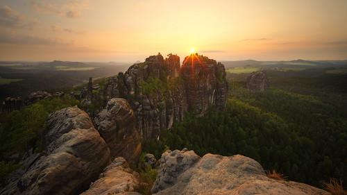 schrammsteine sächsischeschweiz sunset sonnenuntergang rock landscape landschaft sachsen sonne sun light licht heliar15mm voigtländer ngc superstarphotographer elitephotographers saxonswitzerland