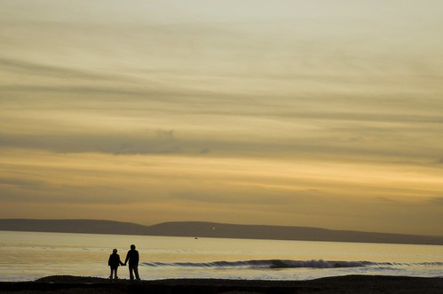 bournemouth beach nikon d90 wave couple strangers yellow sunset sun sam rizzo photography pictures dorset studland