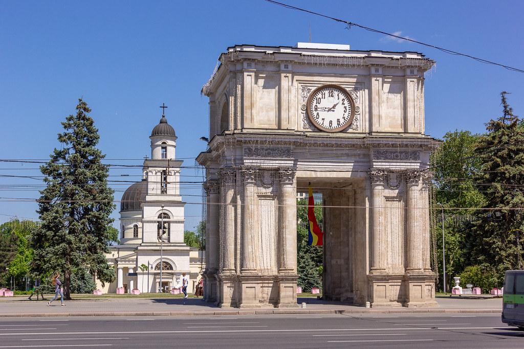 Imagini pentru arcul de triumf chisinau