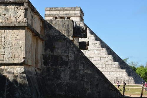 Z.A. de Chichen Itza, Alineacion de la plataforma de Venus con la piramide Kukulkan,