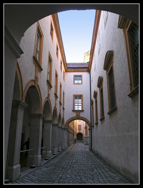 Melk corridor