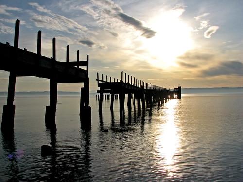 sunrise pier dock washingtonstate admiraltyinlet grundlepuck marrowstoneisland fortflaglerstatepark