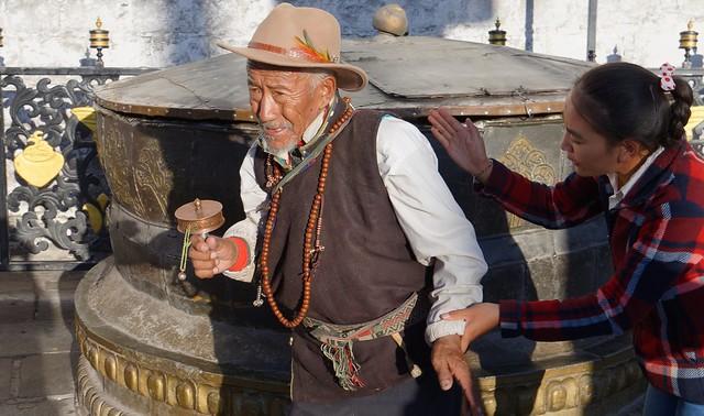 The helping hand, Tibet 2017