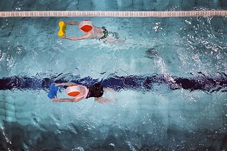 Swimming #fun #play #sport #water #swimmingpool #mylittlebabygirl daughter #kids #blue #igersmilano #igersitalia #igers #cute #lovely #colorful #colors | by Mario De Carli