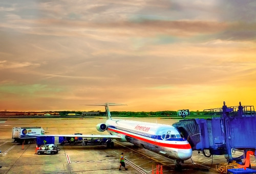 plane airplane americanairlines sunset detroitmetropolitanairport dtw airport transportation travel