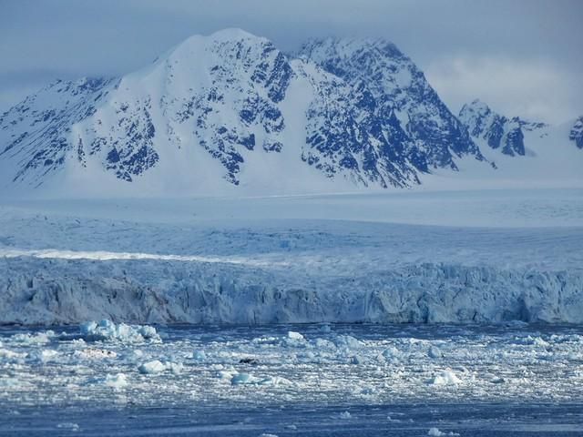 Paisaje de Svalbard (vista desde un barco de crucero polar)