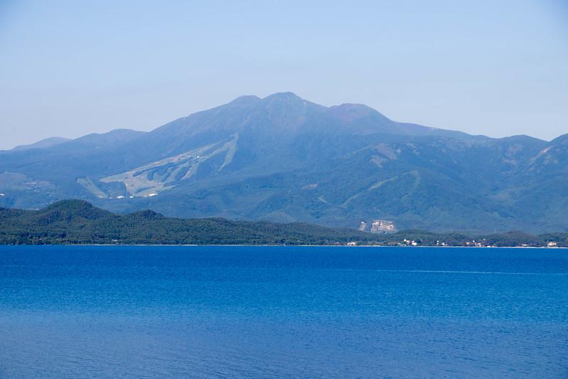 田沢湖と秋田駒ヶ岳