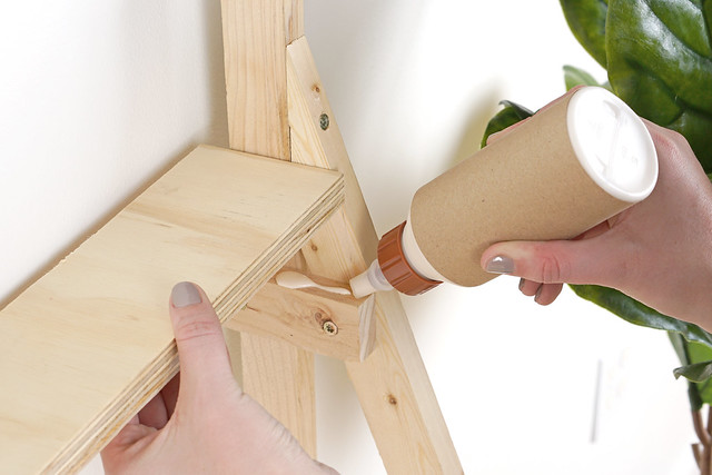 Glueing Shelves