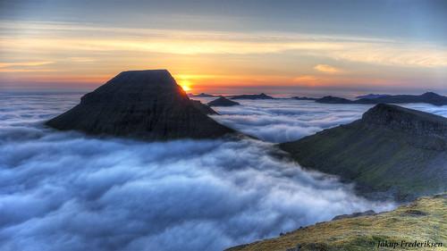 faroe islands sornfelli 2th june 2018 føroyar færøerne hdr sunset clouds fog mountains