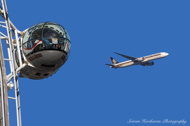 London Eye and Singapore Airlines Boeing 777-300ER 9V-SWM