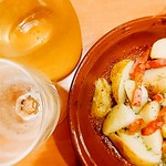 しごおわ おつかれ #サイゼリヤ #皮つき新じゃがのオーブン焼き #皮つき #新じゃが #皮つき新じゃが #potatoes #beacon #wine #decanter #白ワイン #ワイン #デキャンタ おいもホクホクっ♪