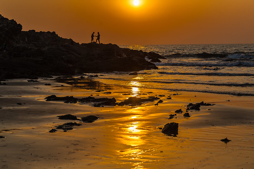 sunset ocean sand reflection golden beach waves india goa asia vagator orange water couple silhouette persons landscape streetphotography