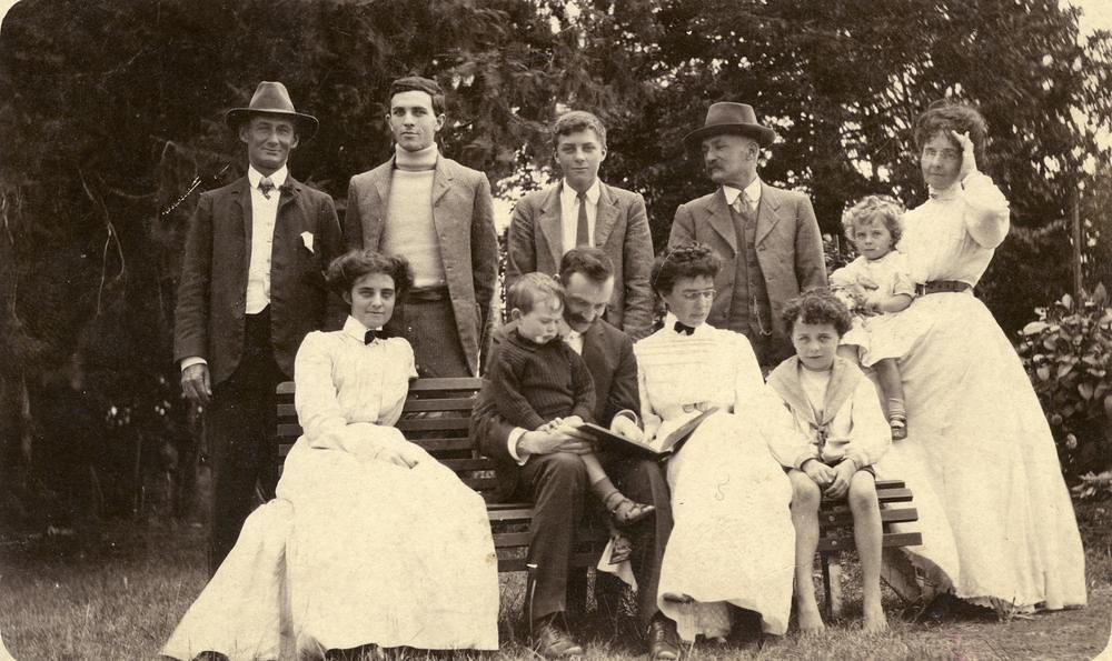 Bernays Family Photograph, 1909