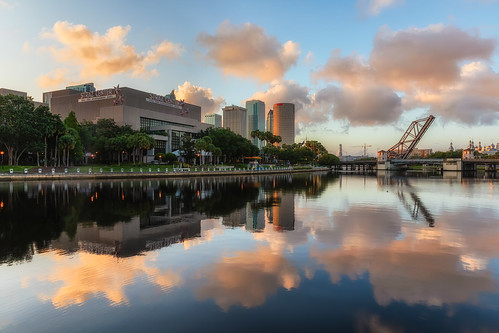 beercan effects florida hillsboroughriver reflection rivergatebuilding skyline strazcenterfortheperformingarts sunrise sykesbuilding tampa unitedstates us