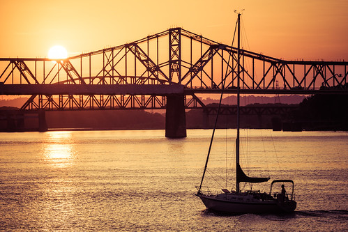 georgerogersclarkmemorialbridge jeffersoncounty louisville ohioriver bridge dusk goldenhour interstatebridge sailboat sunset