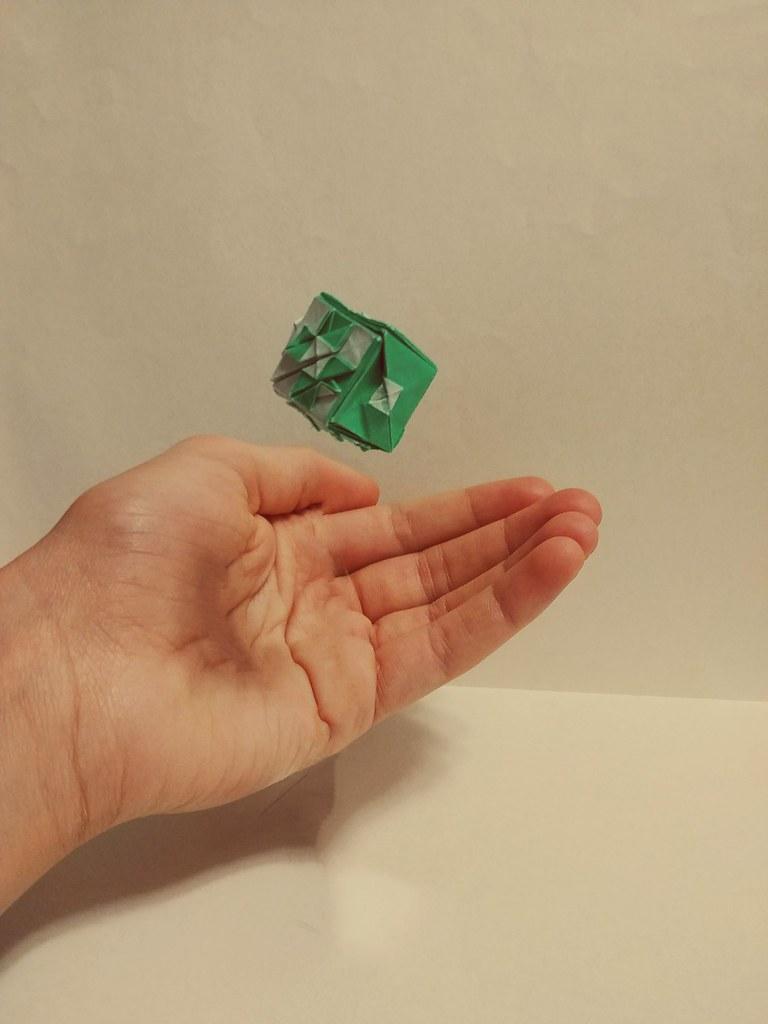 Dice Wayne Brown | Gilad's Origami Page | 1024x768
