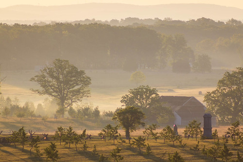 fog farm landscape tree gettysburg sunrise pennsylvania unitedstates us