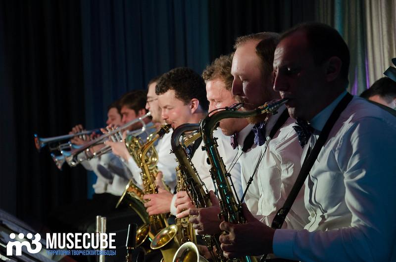 Большой джазовый оркестр-043