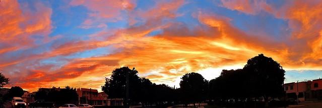Ocaso con Nubes de Fuego/Fire Clouds Sunset