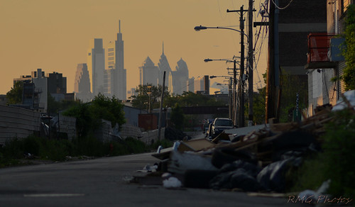 nikond750 nikon nikkor philadelphia philadelphiaphotographer skyline cityscape cityview sunlight sunrise goldensunrise leftbehind beyondtheview lighting portraitofacity 1000milesaway sky outofsightoutofmind thethoughtprovokes findingtheshot timing timingiseverything phillylife