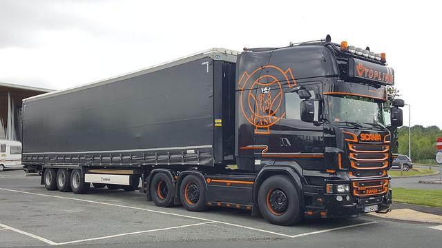 DJ 57 FLN SCANIA R560 V8 in Black & Orange @ Weatherby services , May 29th 2018