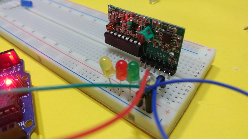 How to use a 4 channel RF transmitter and receive module