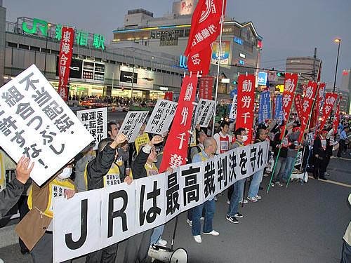圖05.與經濟成長背道而馳的低薪化是近期資本主義的最大議題(日本的反低薪活動)