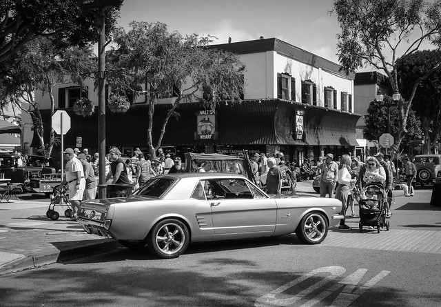 Walt's Wharf Restaurant in Seal Beach with Ford Mustang