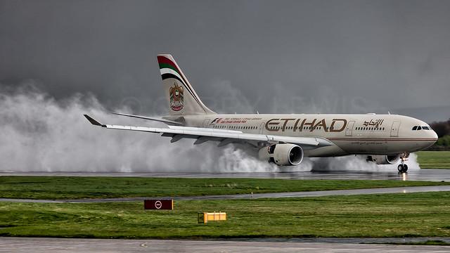 Etihad Airbus A330-200 A6-EYL [MAN]