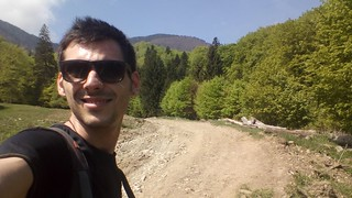 Hiking in Siriu | by mergpemunte.ro