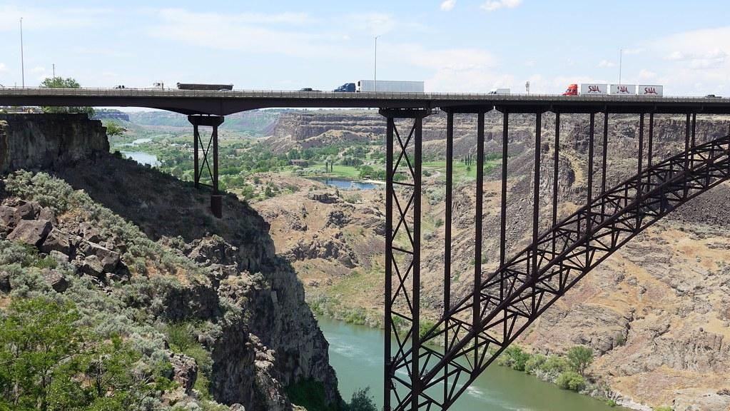 Trucking On The Perrine Bridge In Twin Falls Idaho Flickr