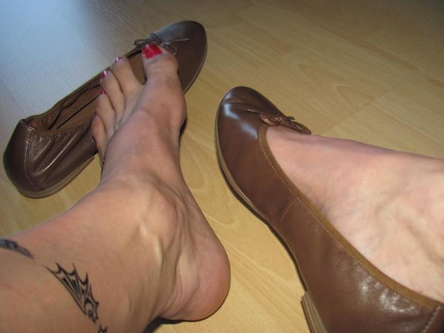 new TAMARIS brown leather ballerinas