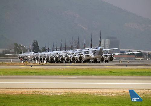 LAN A320 estacionados huelga 15 sept. 2015 (Ricardo Zapata)