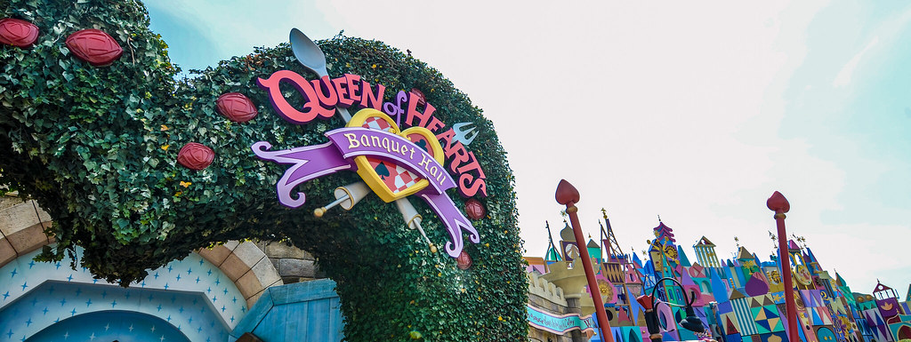 Queen of Hearts entrance Small World TDL
