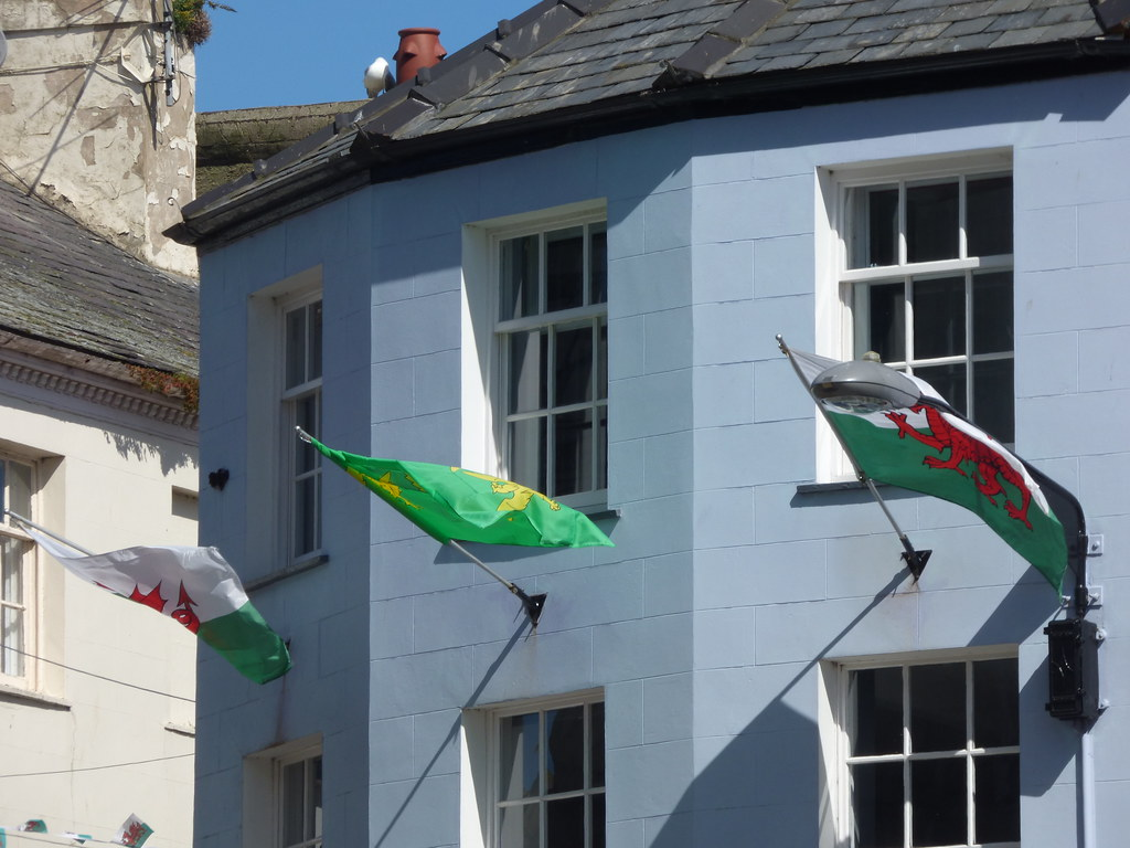 Palas Caffi Castle Ditch Caernarfon Welsh Flags Flickr