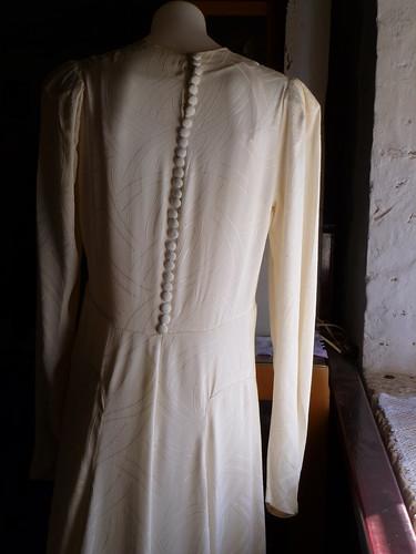 eb6166fcd7b Rae Crawford wedding gown back detail 1942