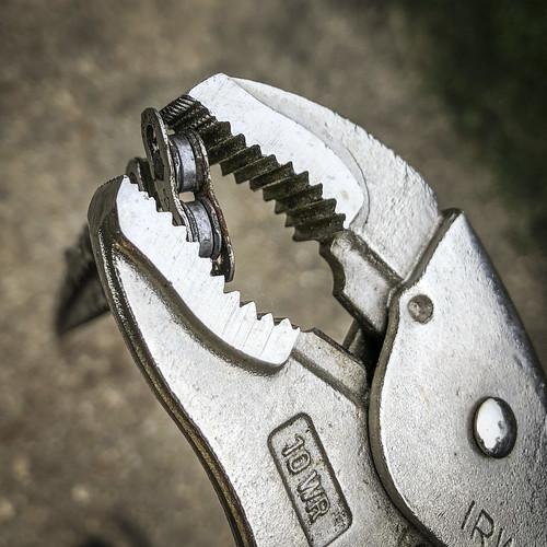 Open Master Link using Vise-Grip Pliers | by bundokbiker