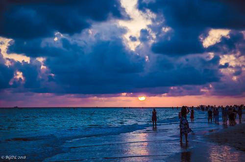 nikond7000 lidobeach landscape nikkor18105mm3556g lightroomcc no6365~2018 seascape bgdl florida starmandscircle peopleonthebeach sunsetonlido
