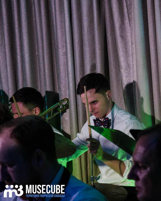 Большой джазовый оркестр-069